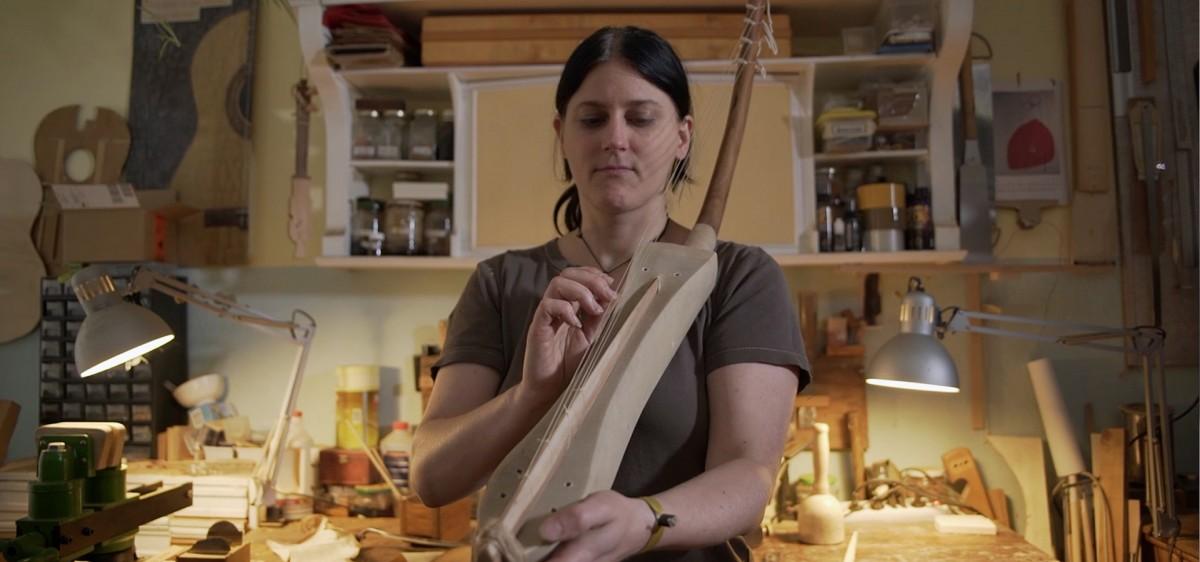 Susanna Schultz, luthière, harpe égyptienne